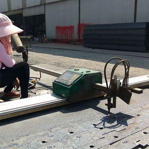 钢材市场个体户为用户切割零件